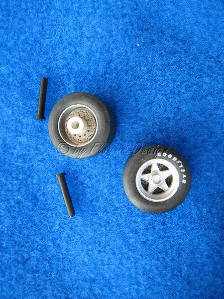 Felgen mit Reifen und Vorderachsen